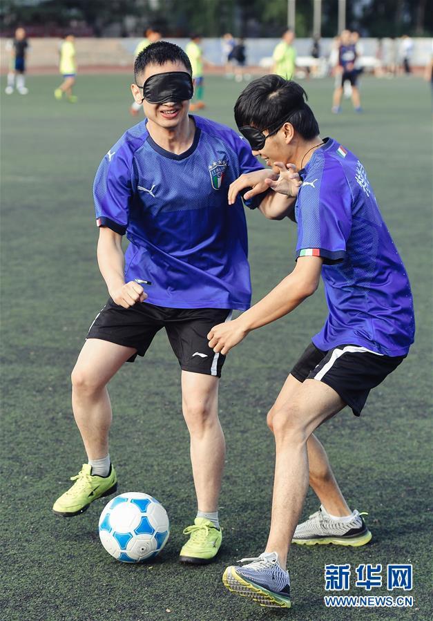 孙东远(右)和范长杰在模拟比赛中(6月20日摄)。新华社记者 许畅 摄